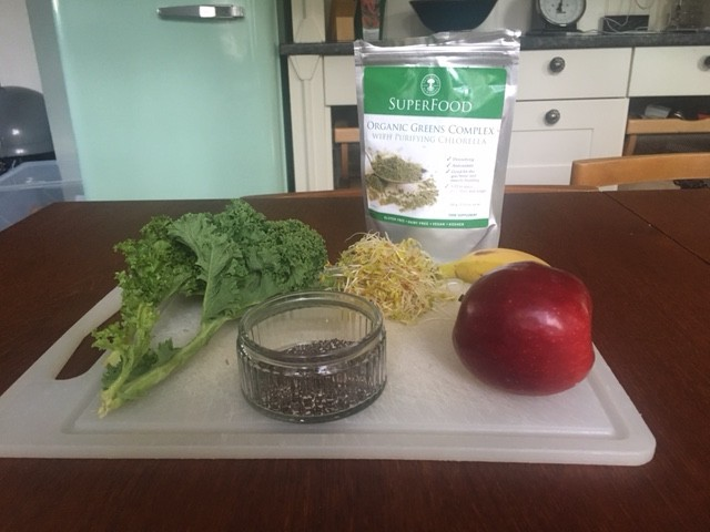 picture of the ingredients of the smoothie